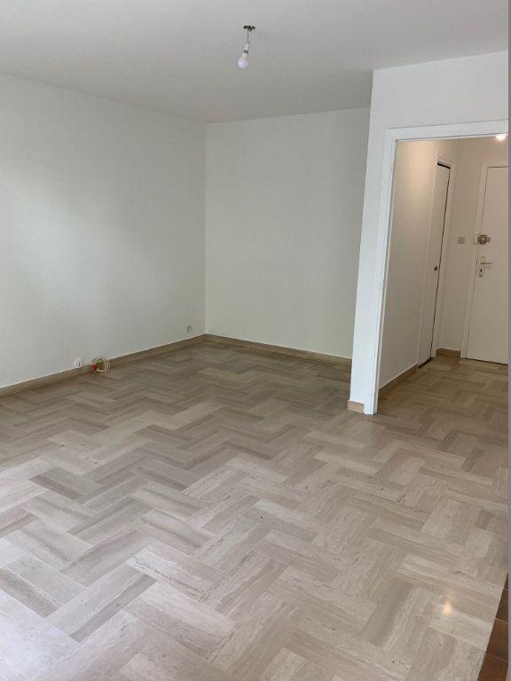 Appartement à louer 1 29m2 à Saint-Laurent-du-Var vignette-5