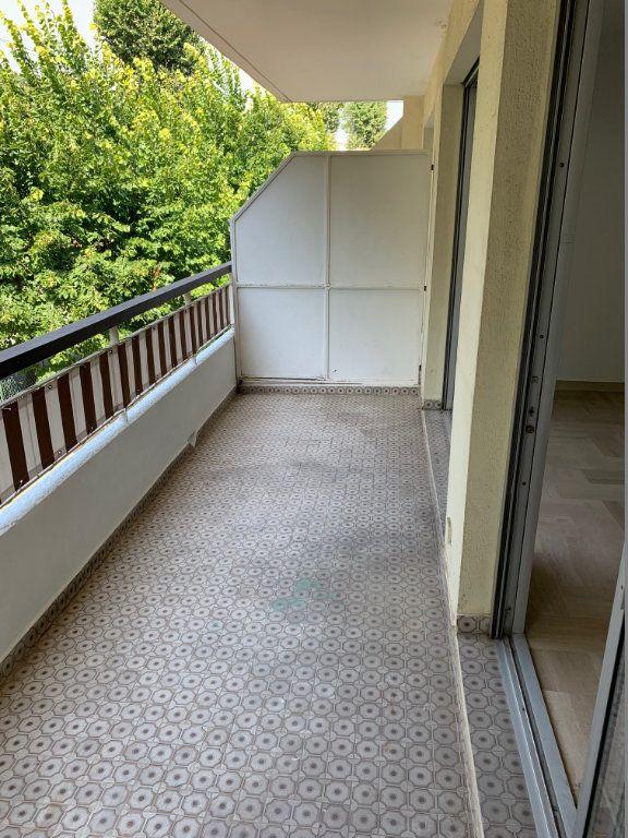 Appartement à louer 1 29m2 à Saint-Laurent-du-Var vignette-6