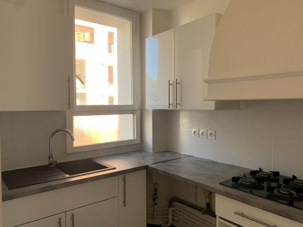 Appartement à louer 4 80.76m2 à Carros vignette-4