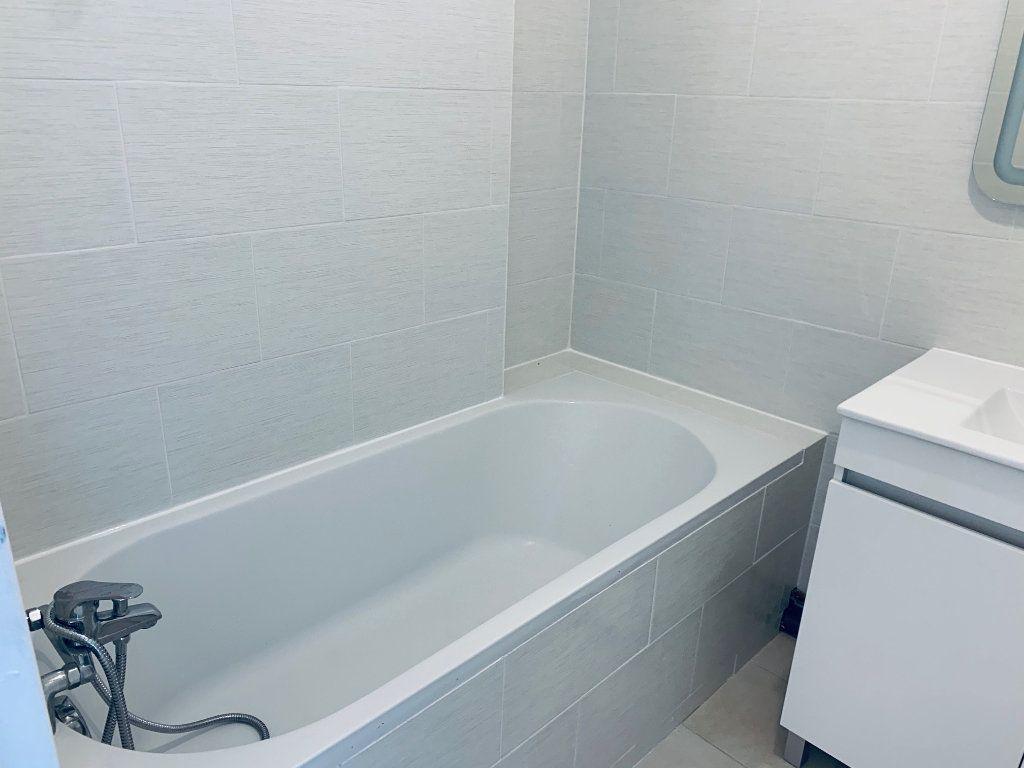 Appartement à louer 4 80.76m2 à Carros vignette-10