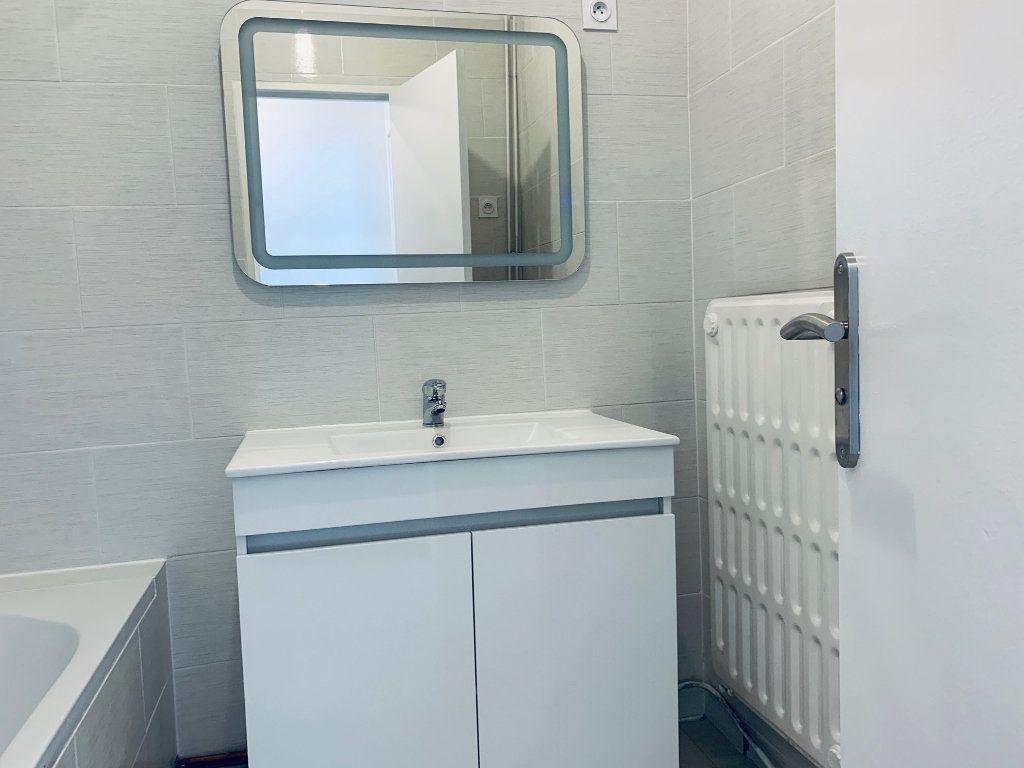 Appartement à louer 4 80.76m2 à Carros vignette-11