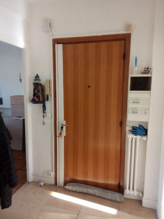 Appartement à louer 3 68.91m2 à Nice vignette-6