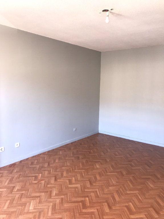 Appartement à louer 2 47m2 à Carros vignette-2