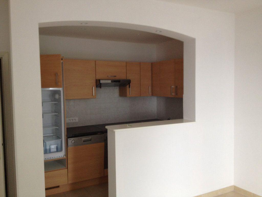 Appartement à louer 3 61.88m2 à Carros vignette-3