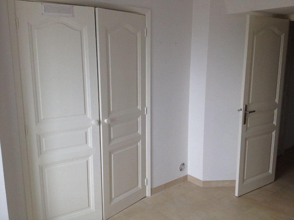 Appartement à louer 3 61.88m2 à Carros vignette-10