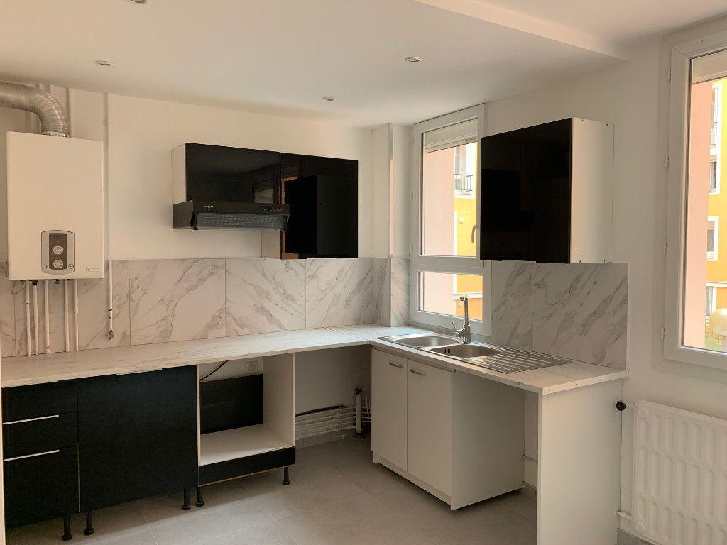 Appartement à louer 3 70.28m2 à Carros vignette-1
