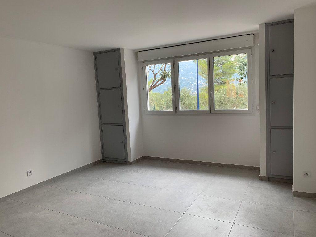 Appartement à louer 3 70.28m2 à Carros vignette-2