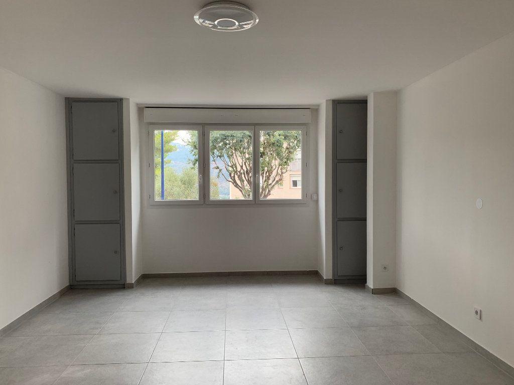 Appartement à louer 3 70.28m2 à Carros vignette-3