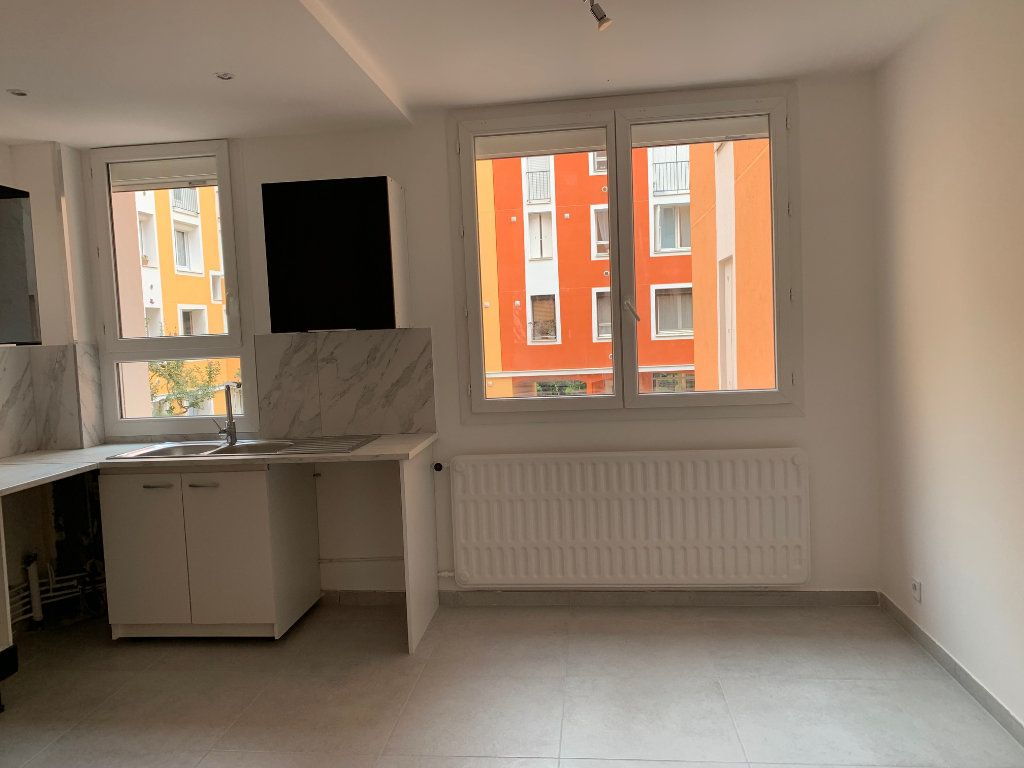 Appartement à louer 3 70.28m2 à Carros vignette-4