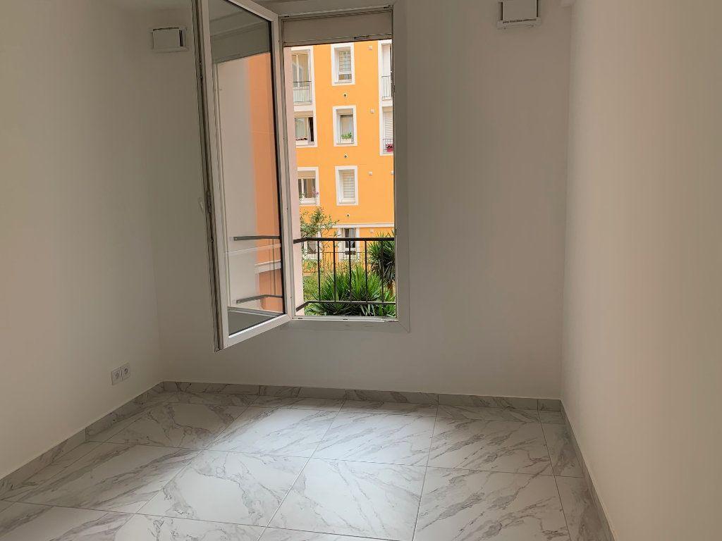 Appartement à louer 3 70.28m2 à Carros vignette-9