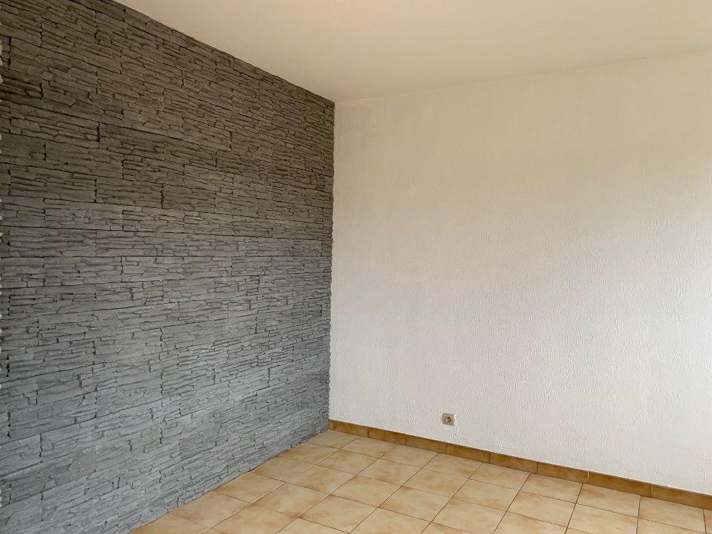 Appartement à louer 5 91m2 à Carros vignette-3