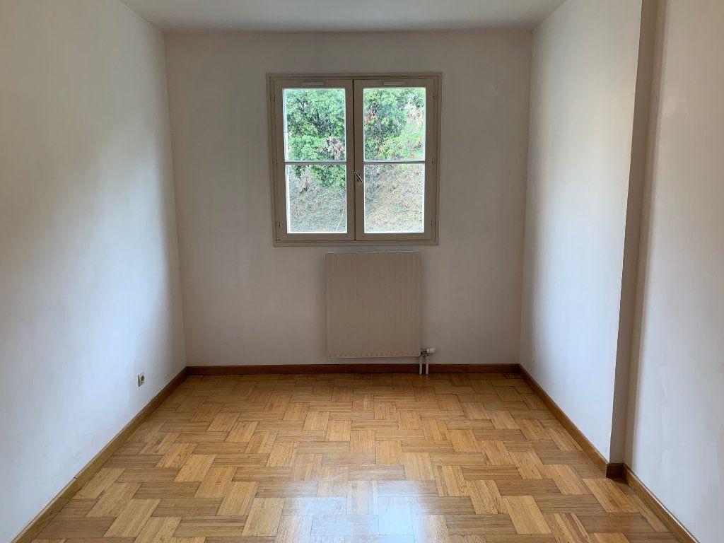 Appartement à louer 5 91m2 à Carros vignette-6