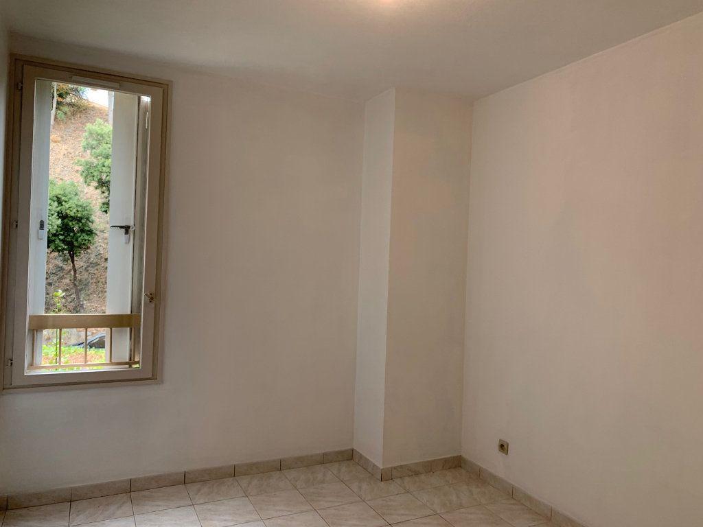 Appartement à louer 5 91m2 à Carros vignette-7