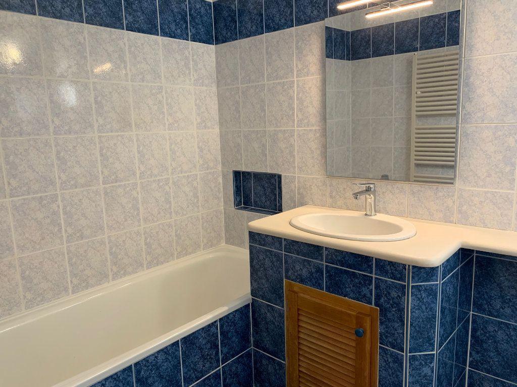 Appartement à louer 5 91m2 à Carros vignette-9