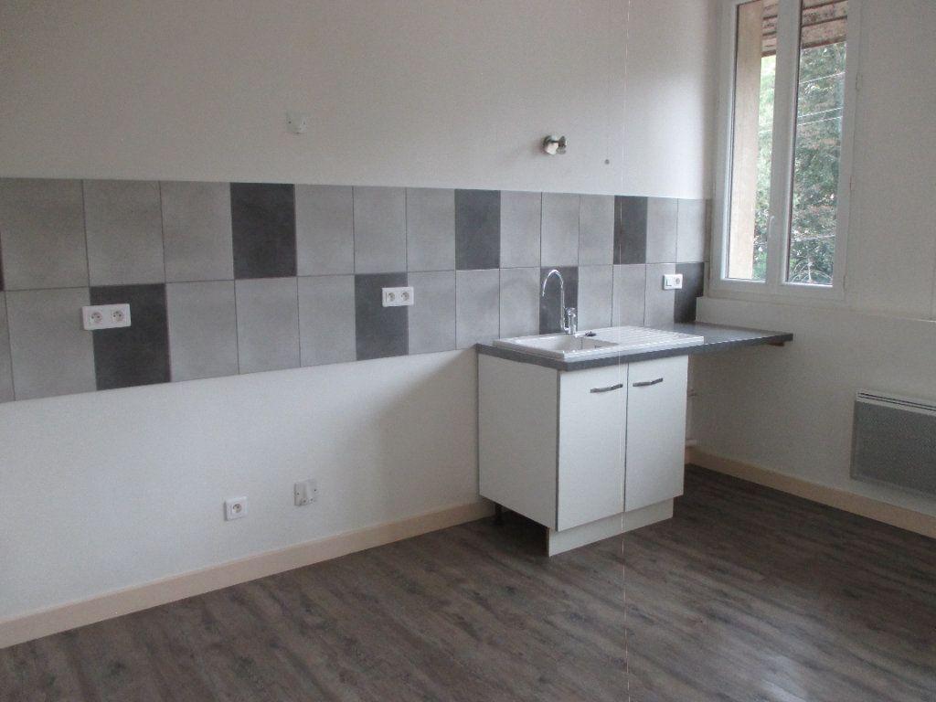 Appartement à louer 3 90.99m2 à Les Échelles vignette-2
