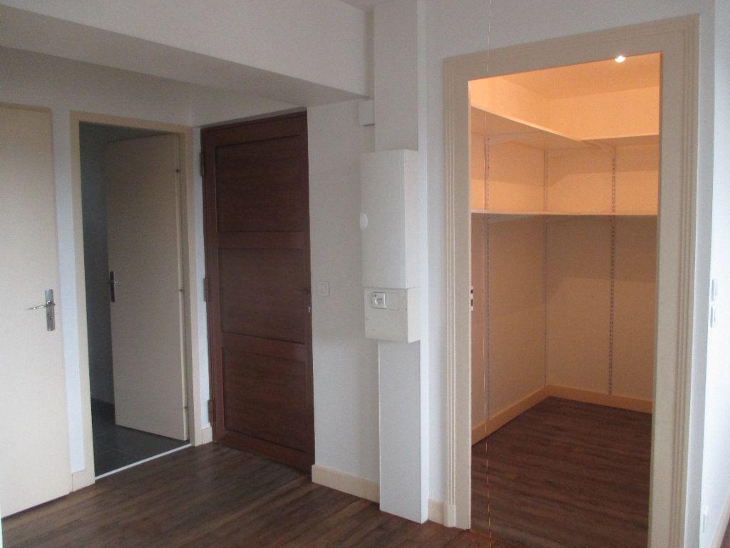 Appartement à louer 3 90.99m2 à Les Échelles vignette-4