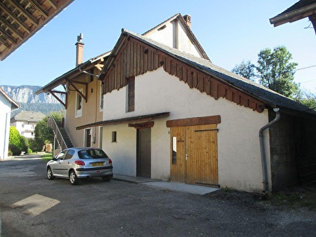 Maison à vendre 1 83m2 à Entre-deux-Guiers vignette-1