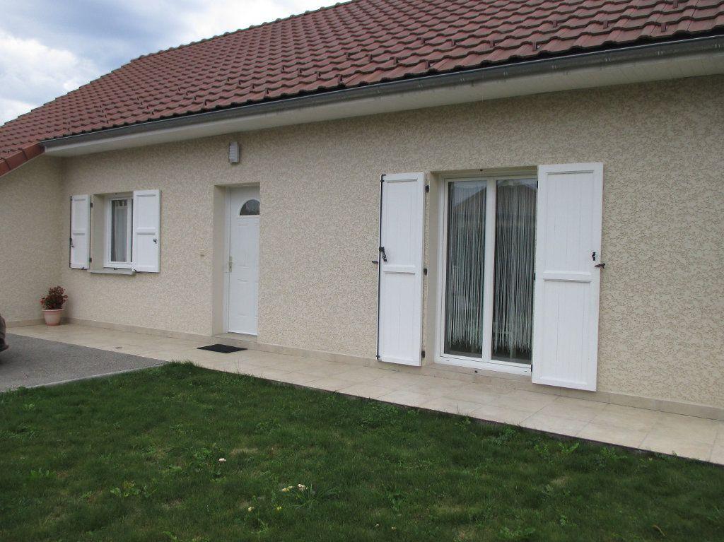 Maison à vendre 5 140m2 à Saint-Christophe-sur-Guiers vignette-1