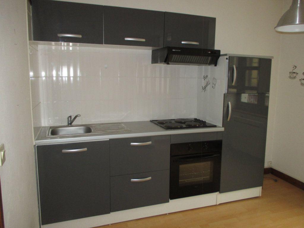 Appartement à louer 2 48.97m2 à Saint-Laurent-du-Pont vignette-2