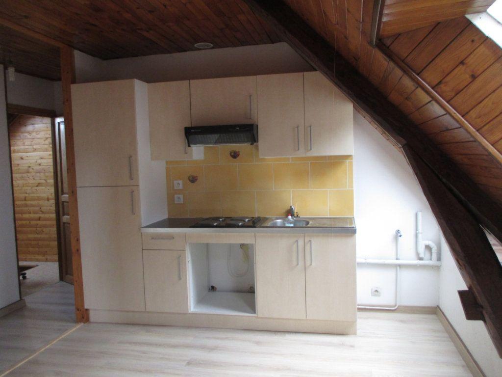 Appartement à louer 1 20m2 à Saint-Laurent-du-Pont vignette-1