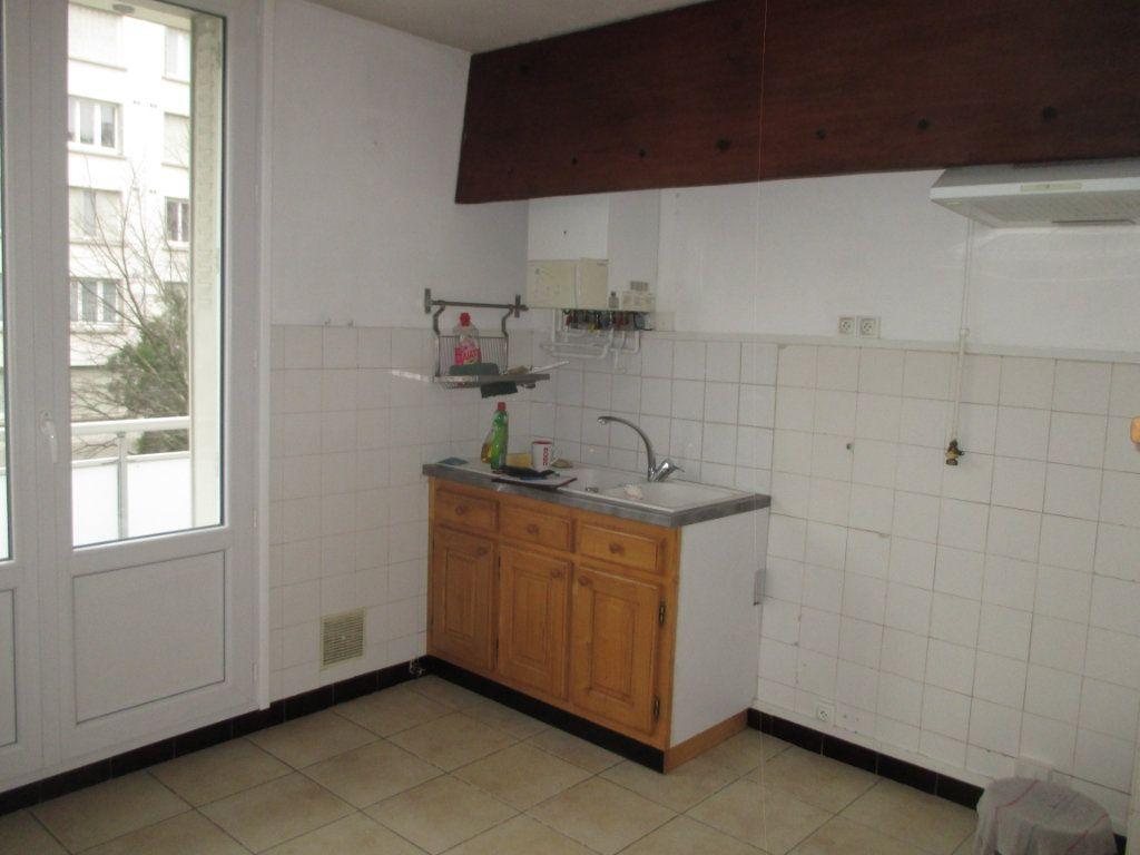 Appartement à louer 4 62.24m2 à Grenoble vignette-3