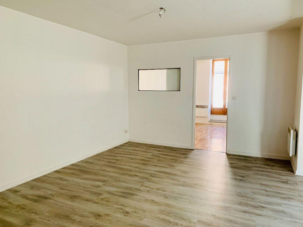 Appartement à vendre 2 51m2 à Saint-Laurent-du-Pont vignette-1