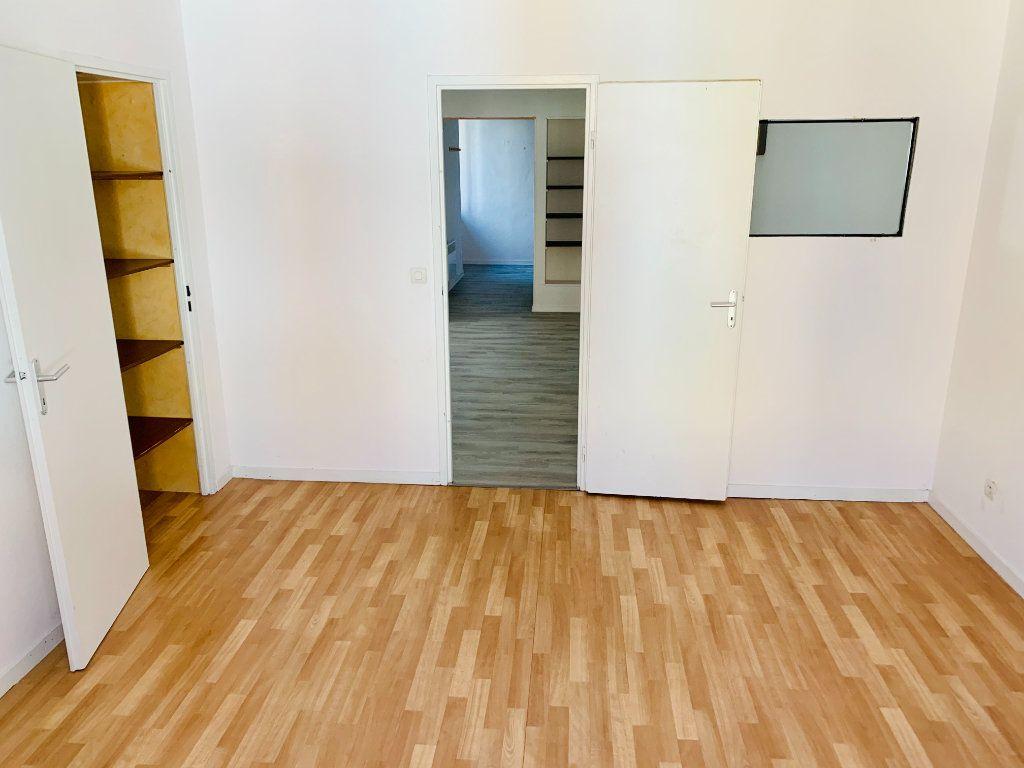 Appartement à vendre 2 51m2 à Saint-Laurent-du-Pont vignette-3