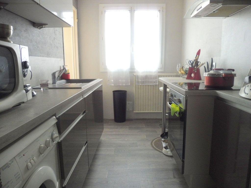 Appartement à vendre 5 75m2 à Chalon-sur-Saône vignette-3