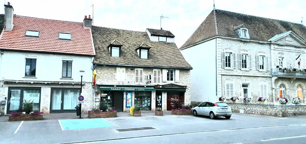 Immeuble à vendre 0 240m2 à Ouroux-sur-Saône vignette-1