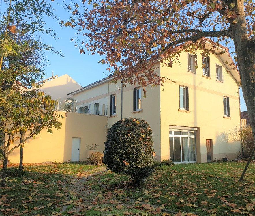 Maison à vendre 13 380m2 à Chalon-sur-Saône vignette-1
