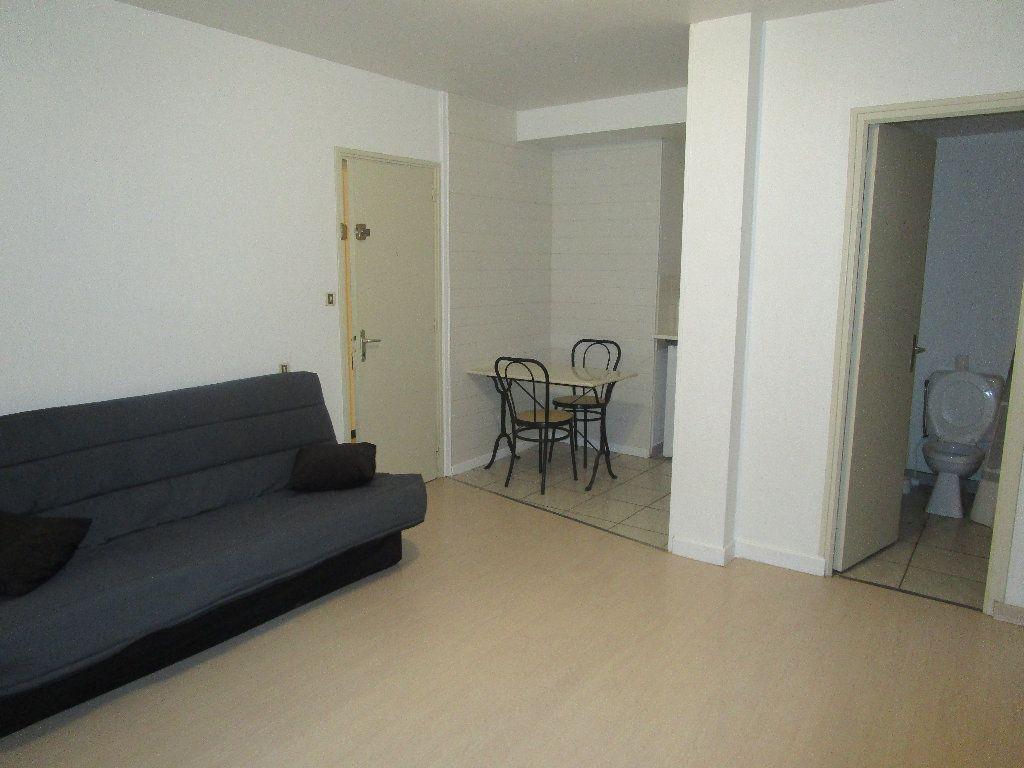 Appartement à louer 1 20m2 à Marcillac-Vallon vignette-2