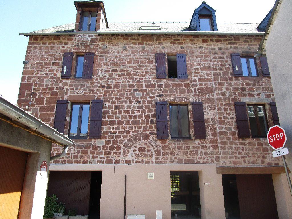 Appartement à louer 3 60m2 à Marcillac-Vallon vignette-1