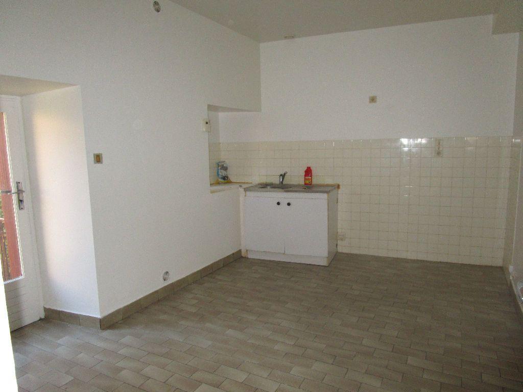 Appartement à louer 3 60m2 à Marcillac-Vallon vignette-2