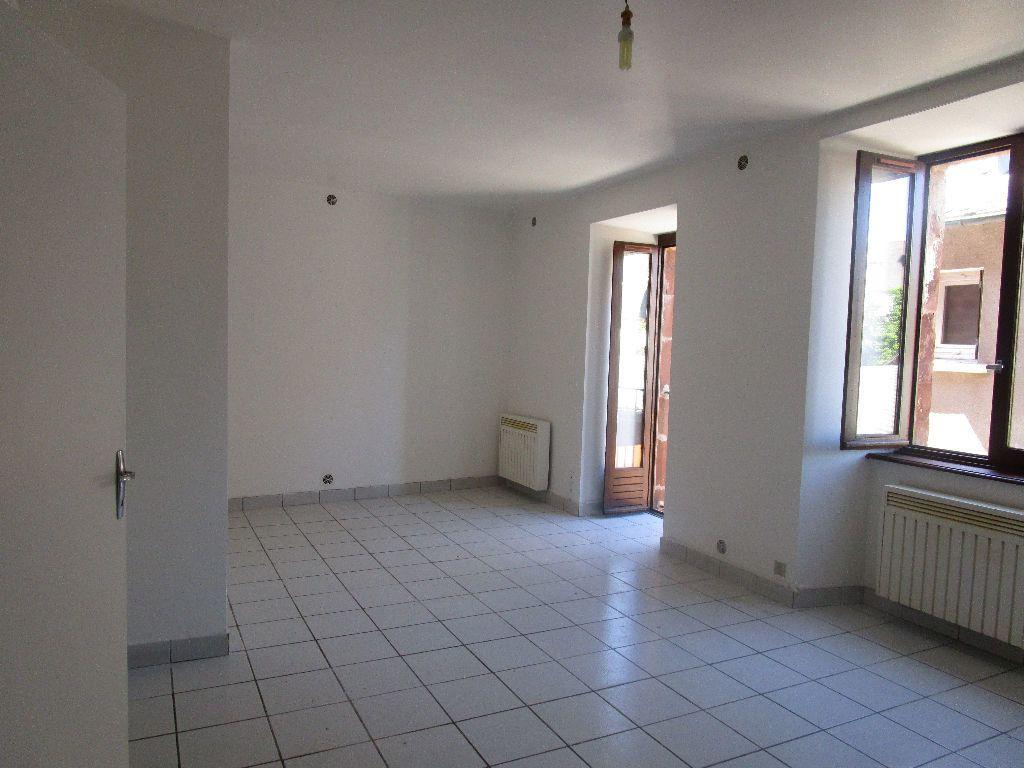 Appartement à louer 3 60m2 à Marcillac-Vallon vignette-3
