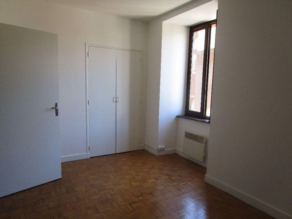 Appartement à louer 3 60m2 à Marcillac-Vallon vignette-4