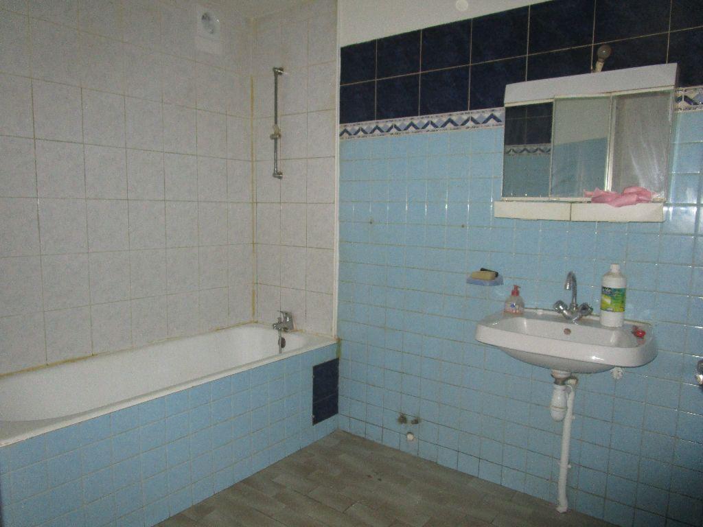 Appartement à louer 3 60m2 à Marcillac-Vallon vignette-6