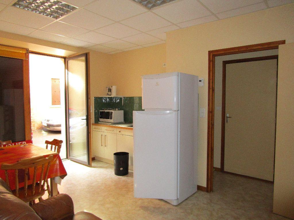 Appartement à louer 2 25m2 à Villecomtal vignette-1