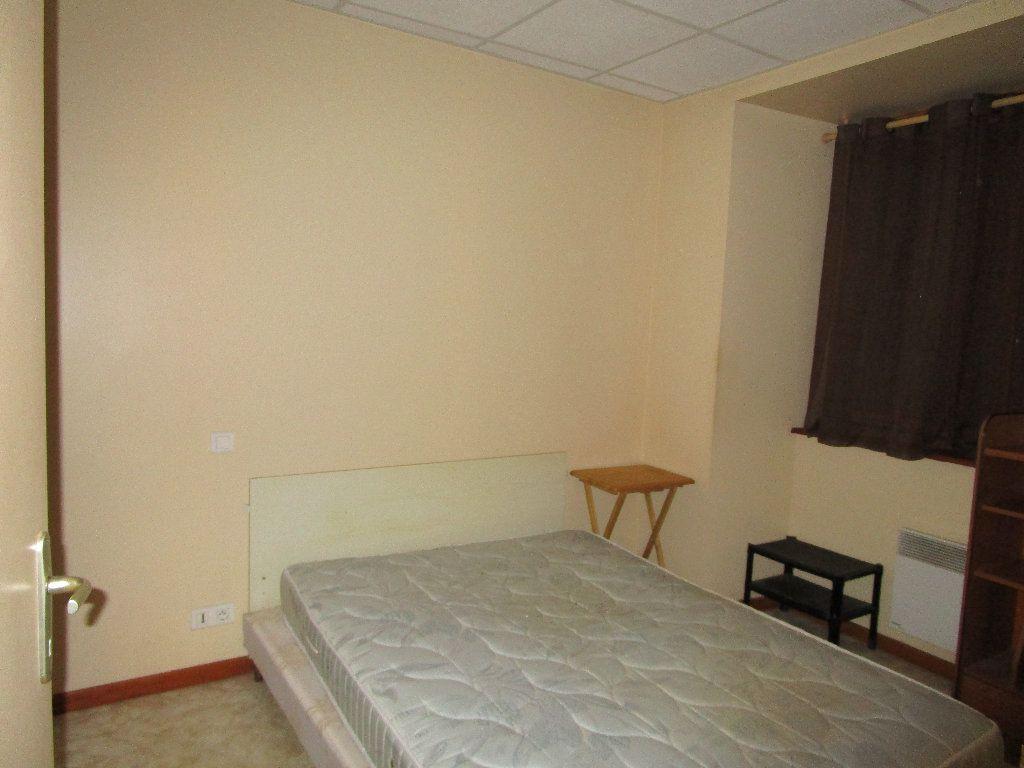 Appartement à louer 2 25m2 à Villecomtal vignette-3