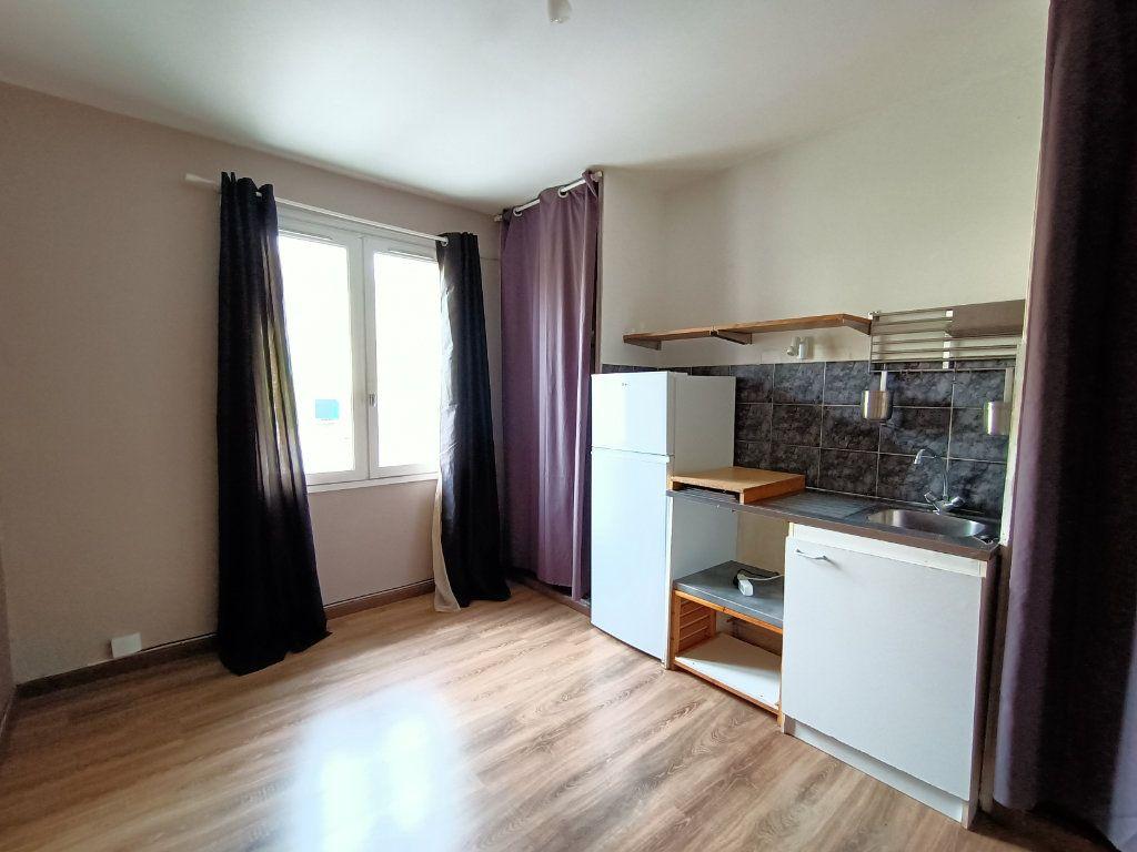 Appartement à louer 1 15m2 à Rodez vignette-1