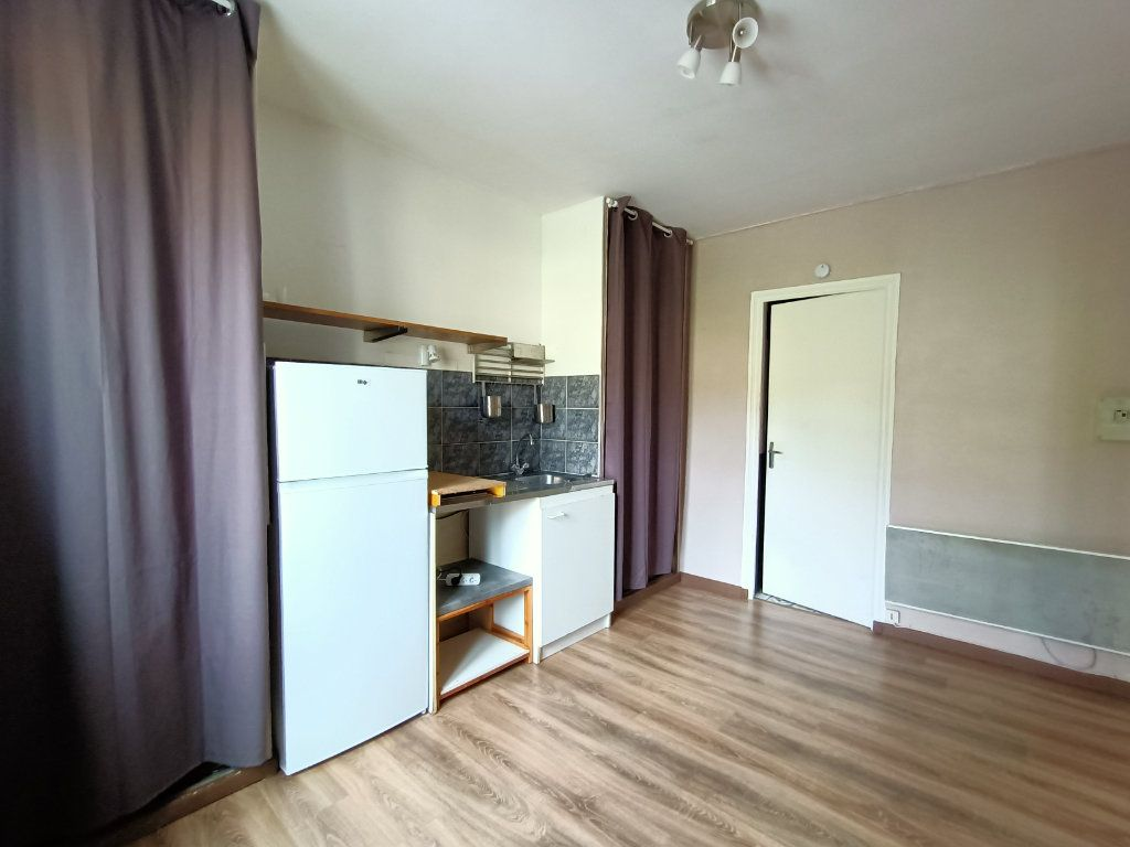 Appartement à louer 1 15m2 à Rodez vignette-2