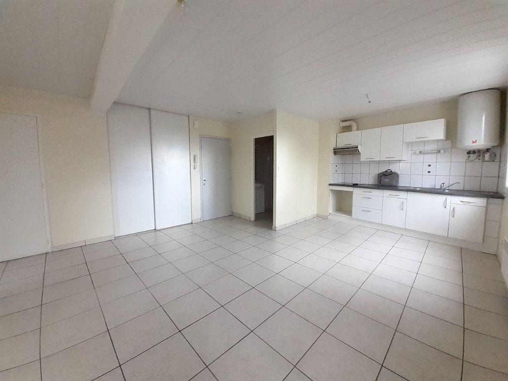 Appartement à louer 3 56m2 à Naucelle vignette-2