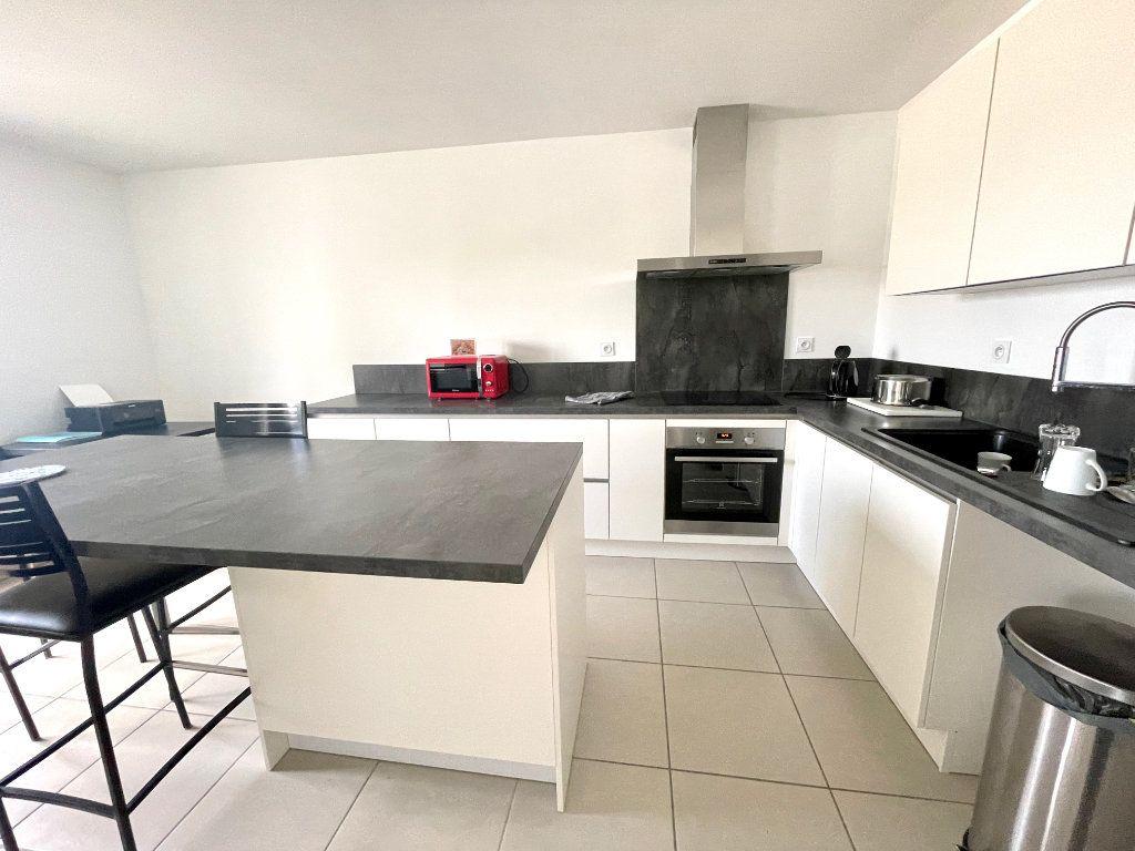 Appartement à vendre 3 65m2 à Luc-la-Primaube vignette-3