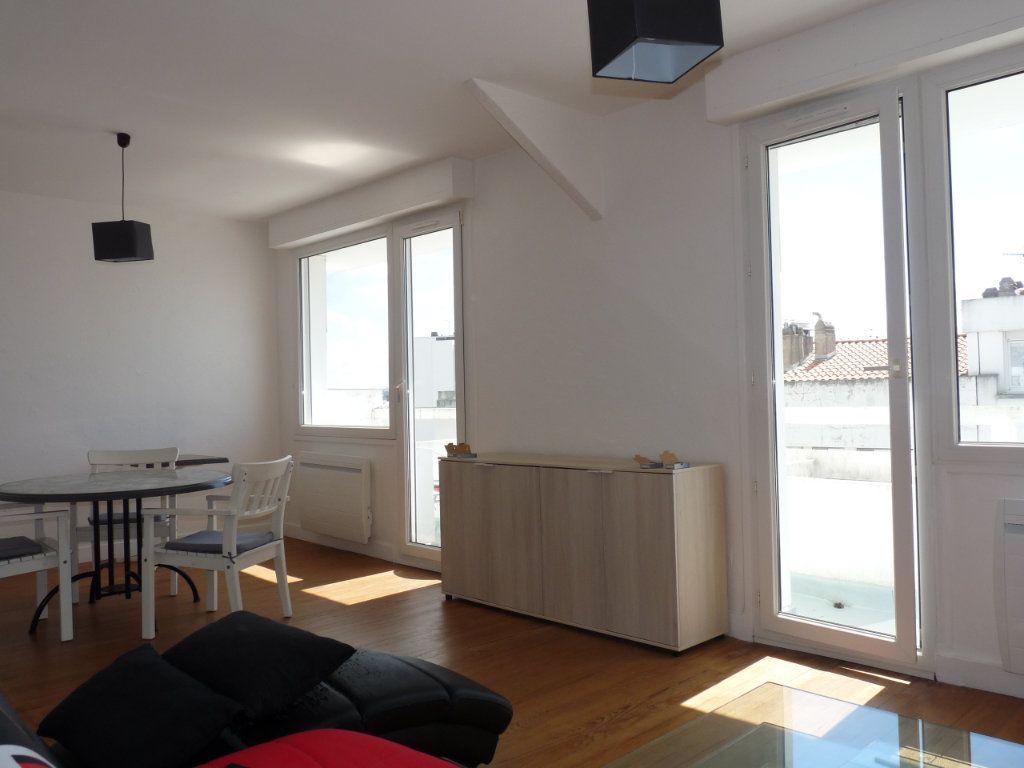 Appartement à vendre 2 52.68m2 à Royan vignette-1