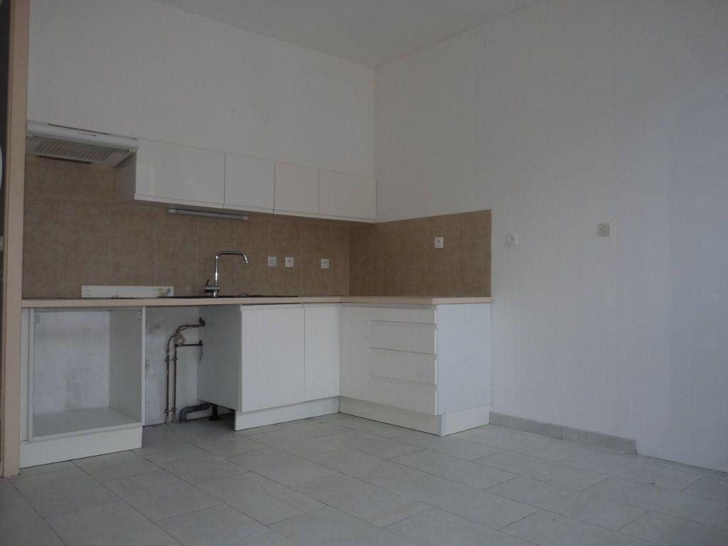 Appartement à vendre 1 22m2 à Royan vignette-2