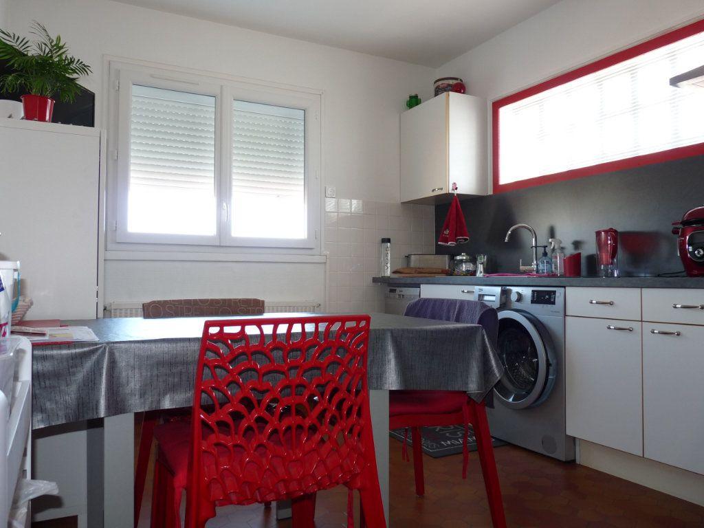 Appartement à vendre 4 94.82m2 à Royan vignette-4