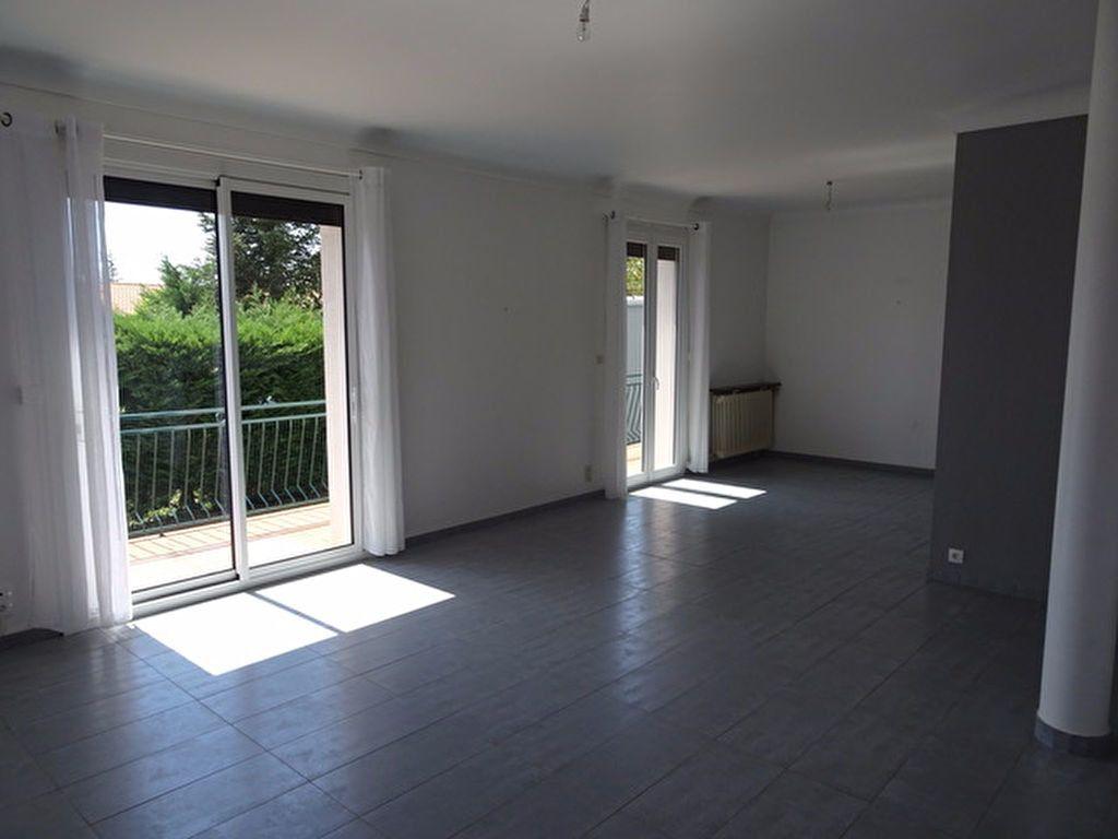 Maison à louer 4 121.35m2 à Saint-Loup-Cammas vignette-3