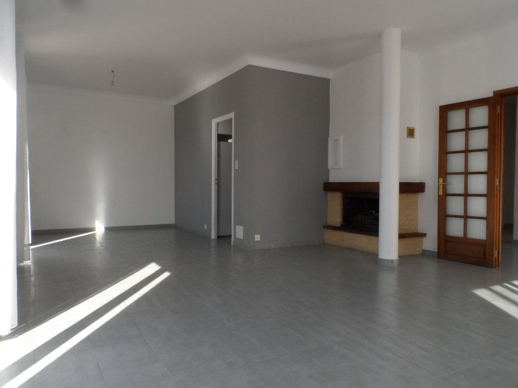 Maison à louer 4 121.35m2 à Saint-Loup-Cammas vignette-4