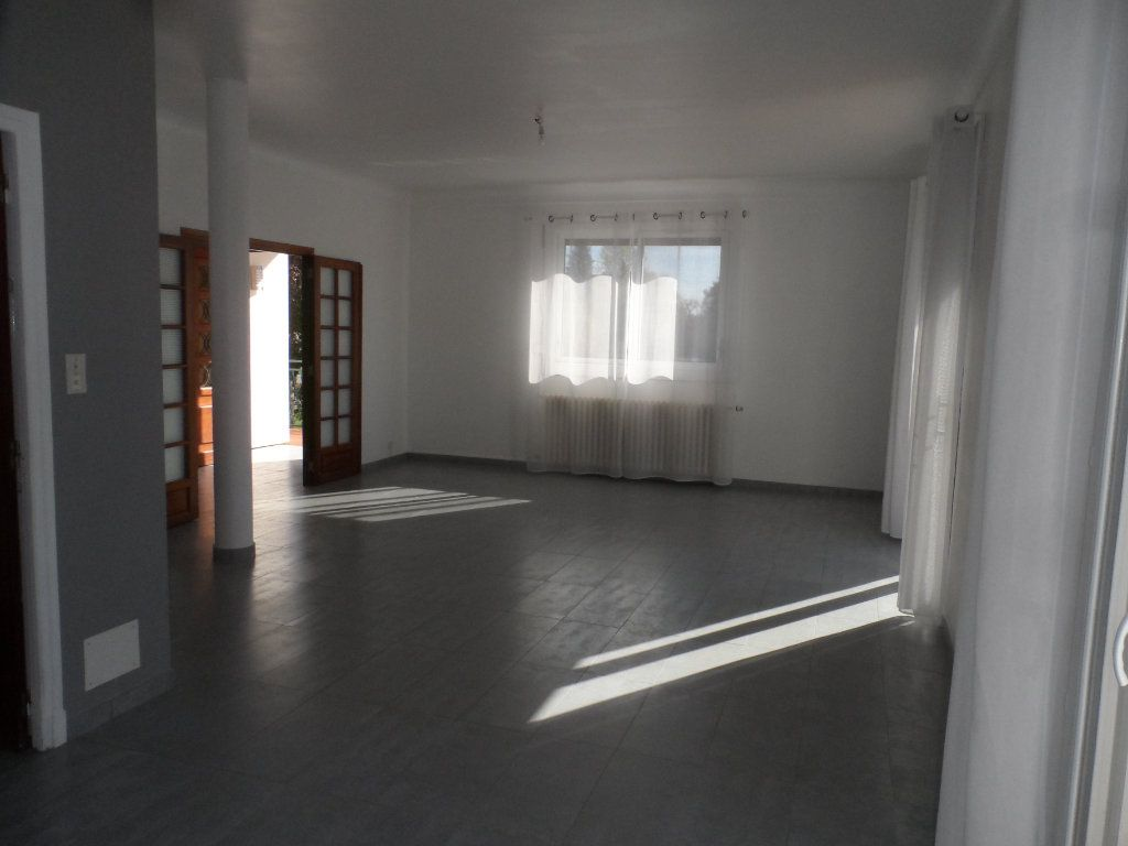 Maison à louer 4 121.35m2 à Saint-Loup-Cammas vignette-5