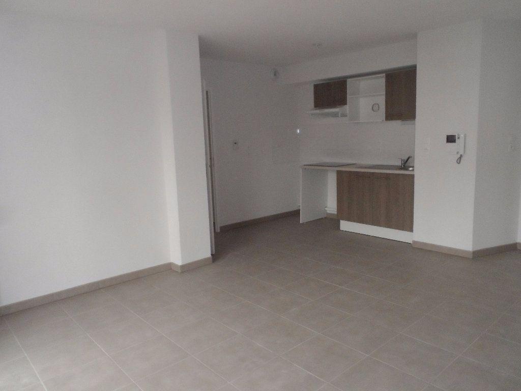 Appartement à louer 3 60.48m2 à Toulouse vignette-2