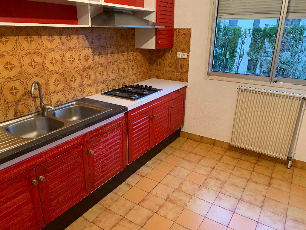 Appartement à louer 4 101.23m2 à Toulouse vignette-4